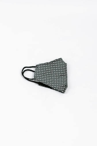 Fekete és Fehér Kockás 2 Rétegű Trendi Textil Szájmaszk