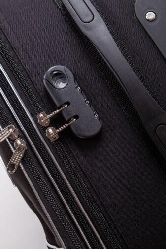 Közepes Méretű Fekete Puha Falú Bőrönd