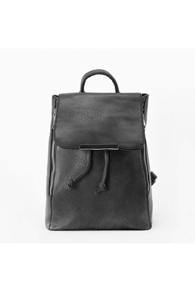 Fekete színű női műbőr hátizsák