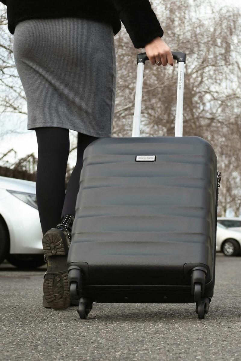 Szürke, Ryanair Méretű Kabinbőrönd Biztonsági Zárral ( 55x40x20 cm)